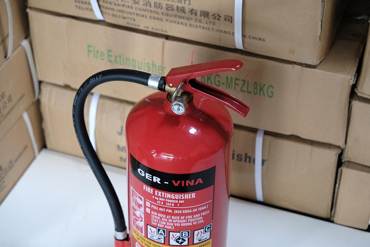 bình cứu hỏa Ger-Vina Đức loại bột khô abc 6kg xách tay