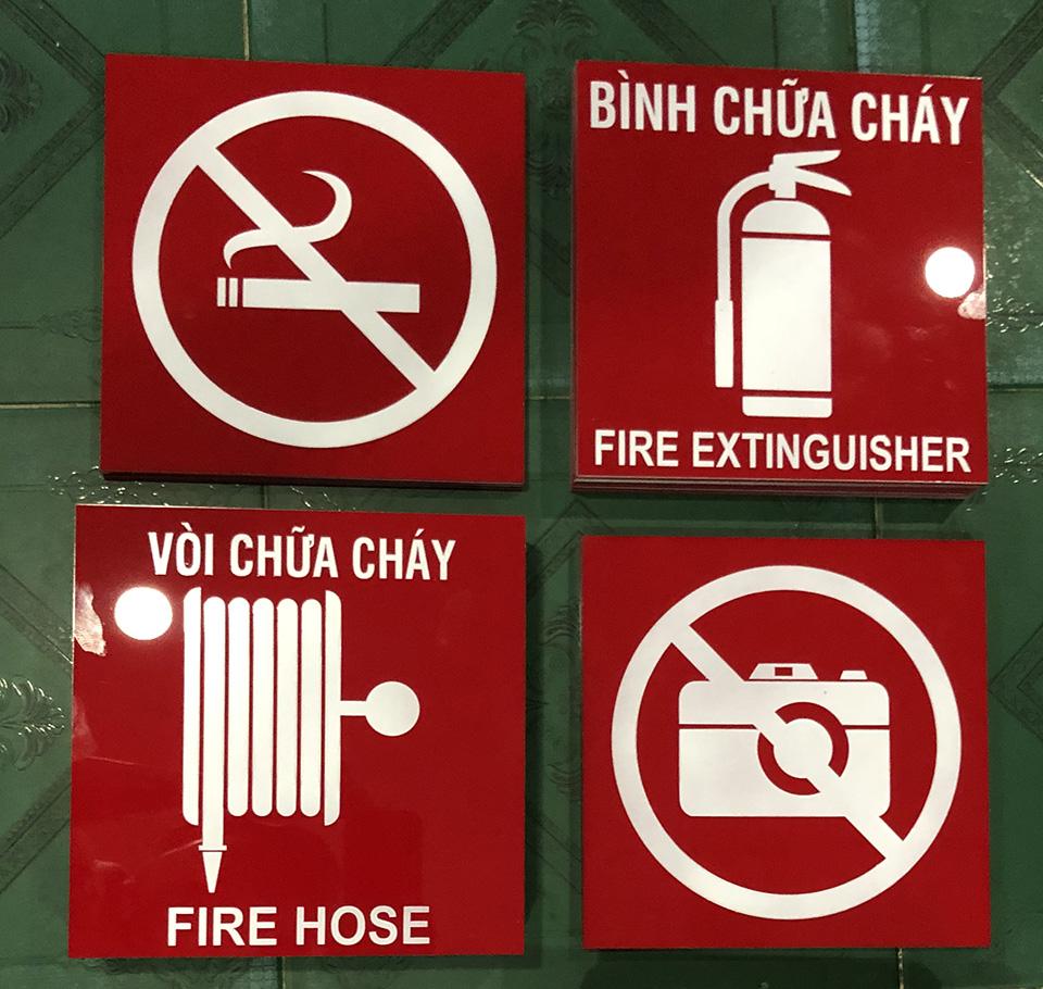Bảng Mica dán tường Vòi Chữa Cháy Fire Hose