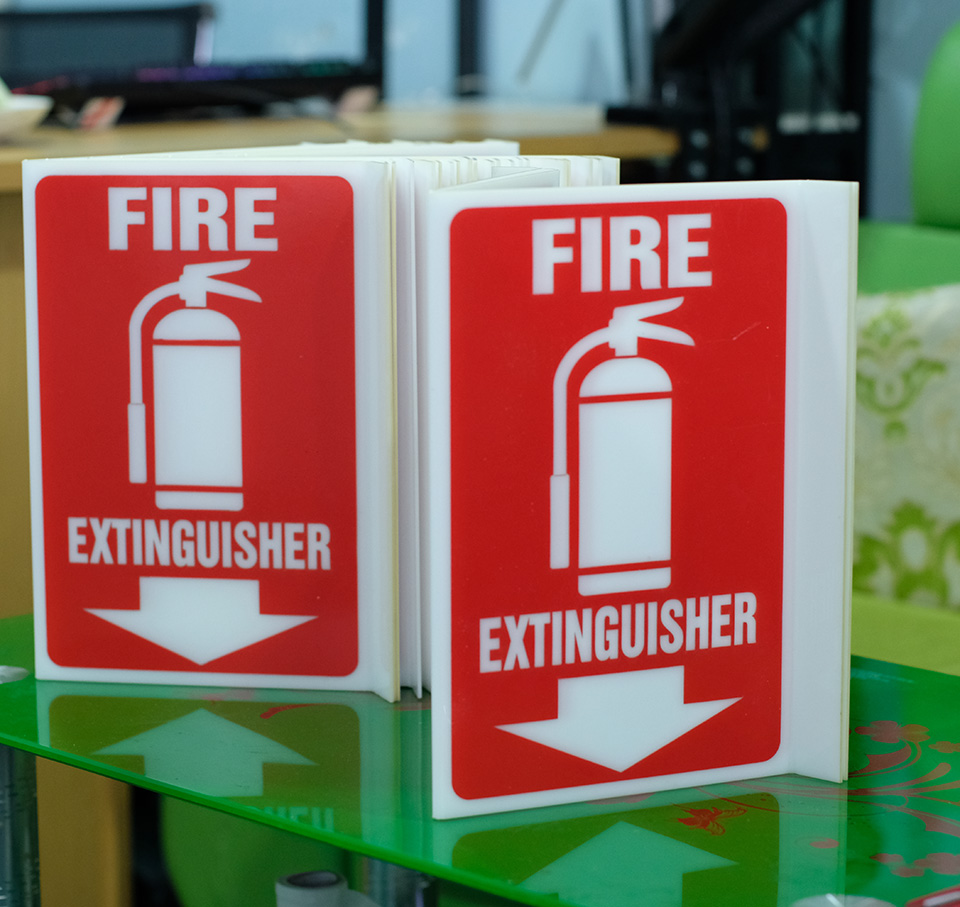 Bảng Mica Fire Extinguisher vị trí bình chữa cháy