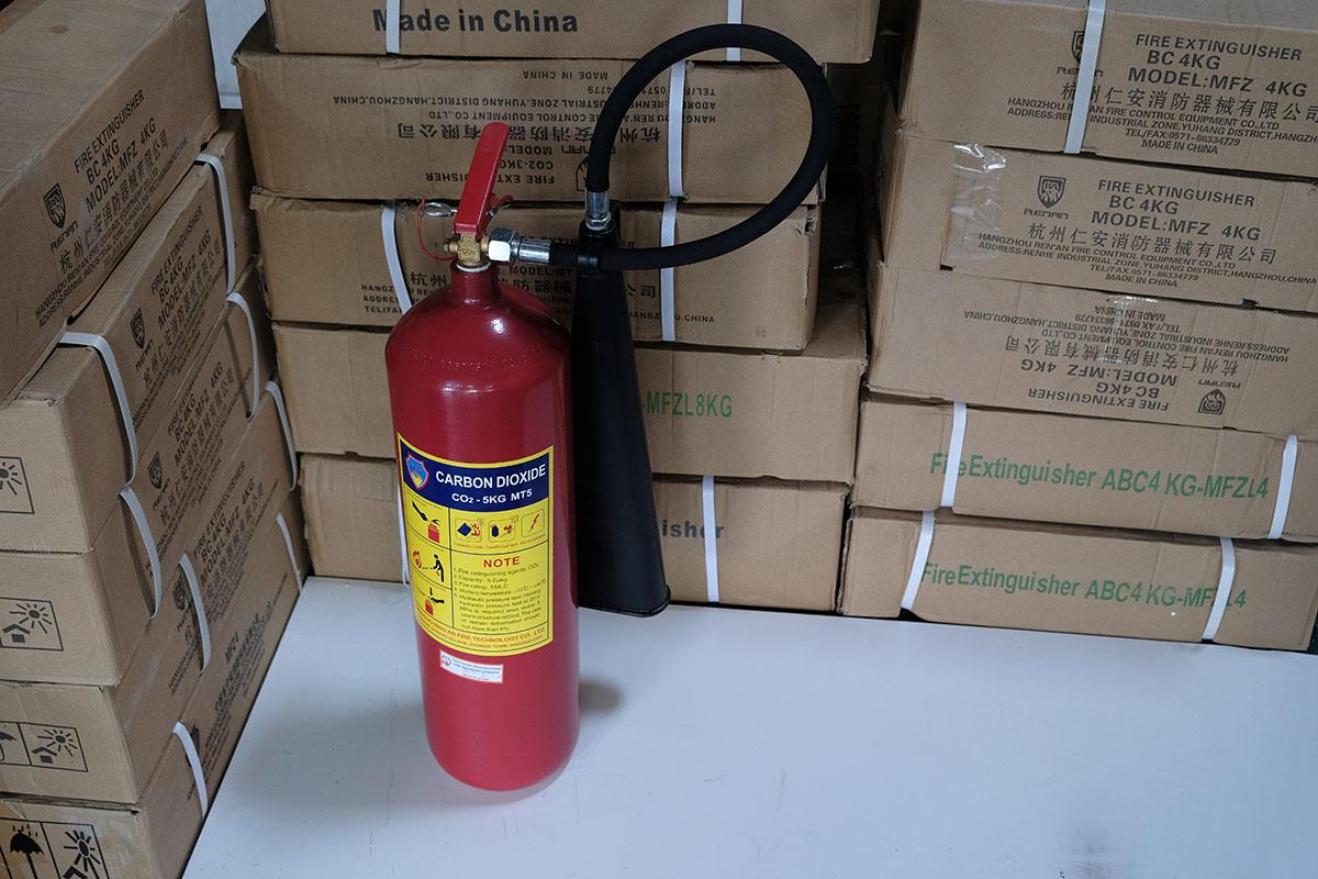 Bình chữa cháy xách tay khí CO2 5kg