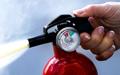 Chất chữa cháy nào không nên sử dụng đối với đám cháy dầu mỡ?
