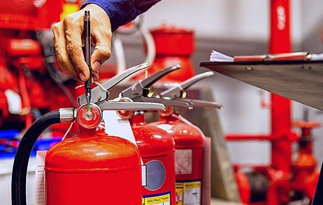 Không dùng chất chữa cháy nào để chữa cháy các đám cháy xăng dầu?