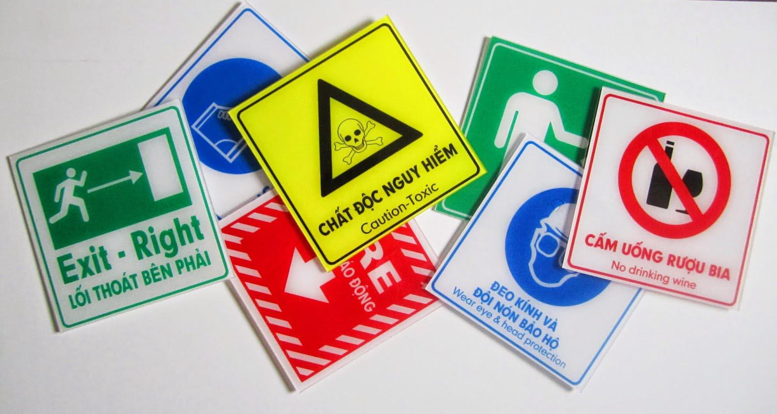 bảng báo an toàn bằng nhựa mica cao cấp
