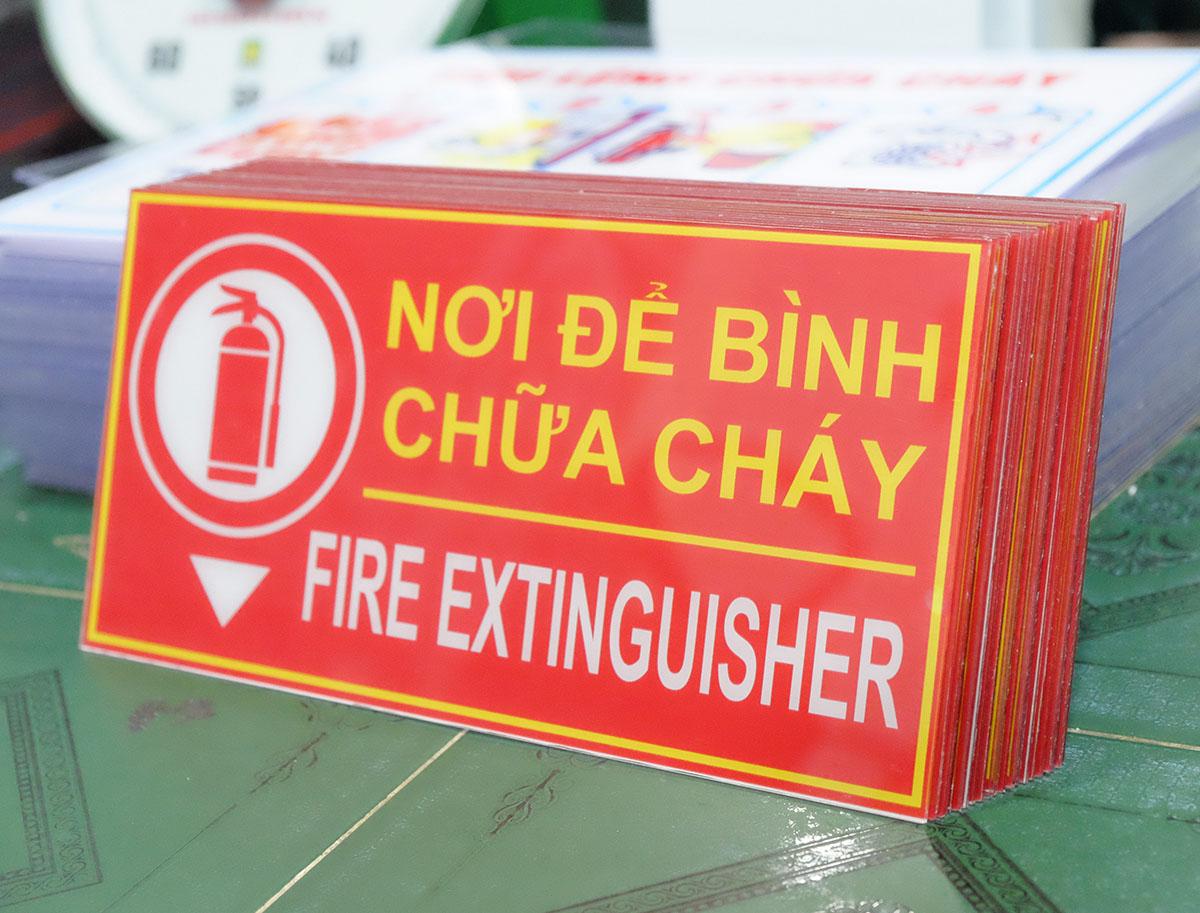 biển báo khu vực đặt bình chữa cháy mica