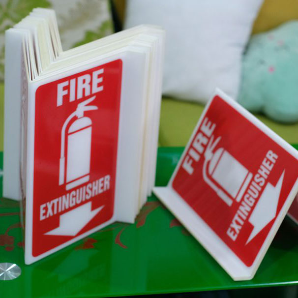 Bảng Mica Fire Extinguisher gắn tường vị trí bình chữa cháy